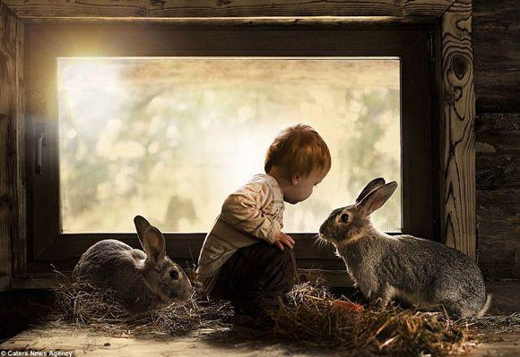 madre-fotografia-hijo-con-animales