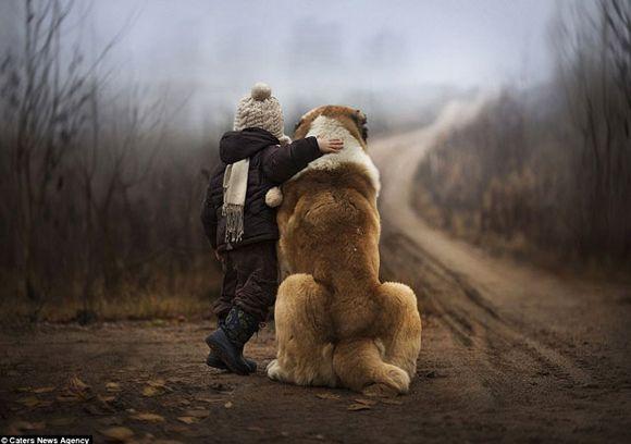 madre-fotografia-hijo-con-perro