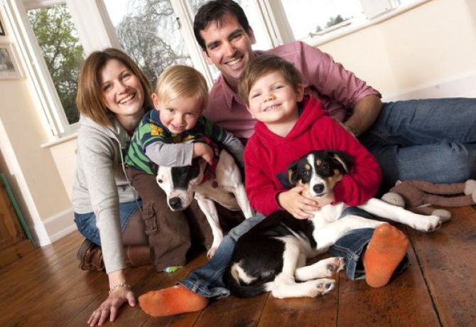 Family_with_dogs_10_266795k